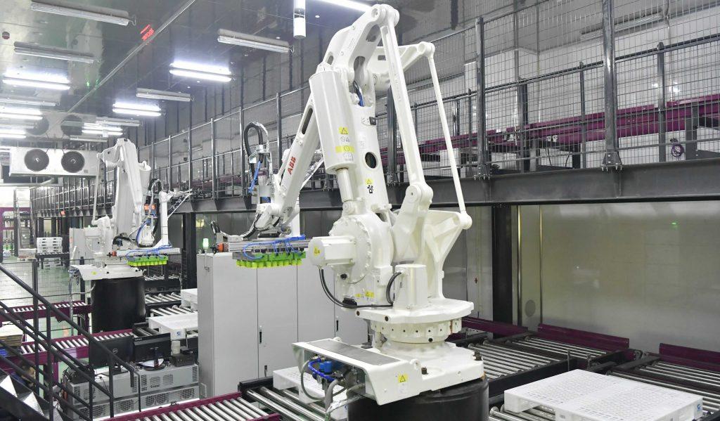 Dây chuyền sản xuất tôm đông lạnh sử dụng tay robot
